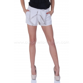 Short pants with ribbon in front