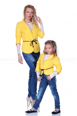 Short yellow jacket with draped sleeves and waist cord